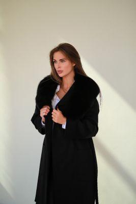 Juodos sp. vilnos ir kašmyro paltas su ilga lapės kailio apykakle