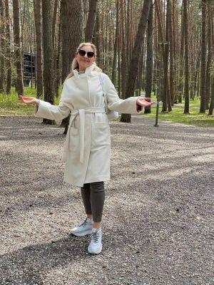 Baltos sp. vilnos ir kašmyro paltas be lapės kailio apykaklės