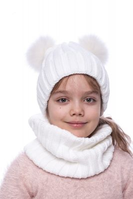 Megzta vilnonė kepurė su dviem lapės kailio bumbulais (balta)