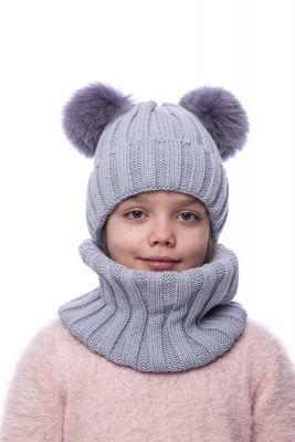 Megzta vilnonė kepurė su dviem lapės kailio bumbulais (pilka)