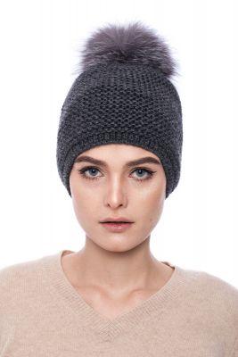 Megzta vilnonė kepurė su bumbulu  tamsiai pilka