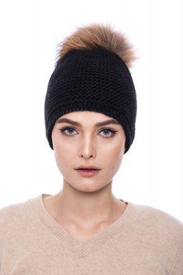Megzta vilnonė kepurė su bumbulu juoda