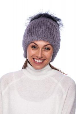 Megzta audinės kailio kepurė plačiu bumbulu pilka/juodsidabrė (didesnis dydis)