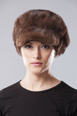 Audinės kailio beretė su snapeliu ir ausytėmis, ruda