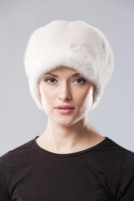 Audinės kailio beretė su snapeliu ir ausytėmis, balta