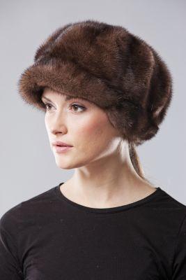 Audinės kailio beretė su snapeliu ir ausytėmis, natūrali ruda
