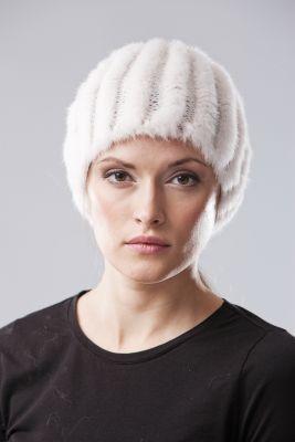 Megzta audinės kailio kepurė apvali, balta