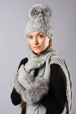 Megzta kepurė su pynėm pilka