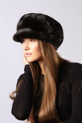 Audinės kailio beretė su snapeliu, juoda