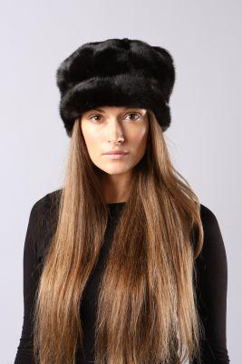 Audinės kailio beretė su snapeliu ir ausytėmis, juoda