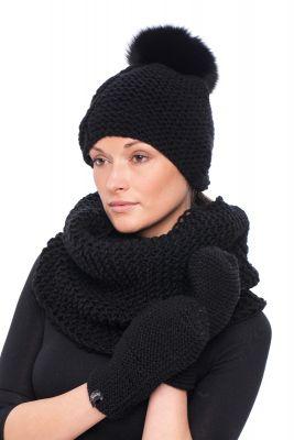 Megzta kepurė su bumbulu juoda/juoda