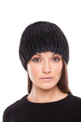 Megzta audinės kailio kepurė, apvali, juoda