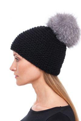 Megzta kepurė su bumbulu juoda/juodsidabrė