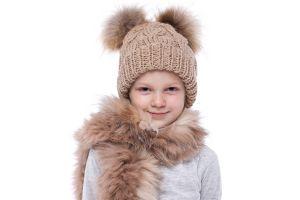 Vaikiška vilnonė kepurė su bumbulais gelsva