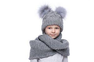 Vaikiška vilnonė kepurė su bumbulais pilka