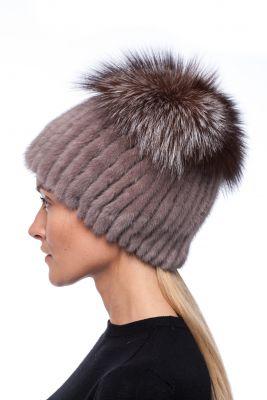 Megzta audinės kailio kepurė plačiu bumbulu ruda
