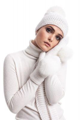 Megzta vilnonė kepurė su bumbulu balta