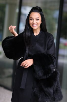 Juodos sp. vilnos ir kašmyro paltas su juodos lapės rankovėmis